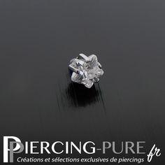 Microdermal avec pierre blanche griffée en forme d'étoile de diamètre 3mm. Piercings, Plugs, Creations, Pure Products, Engagement Rings, Jewelry, Crystal, Accessories, Star Shape
