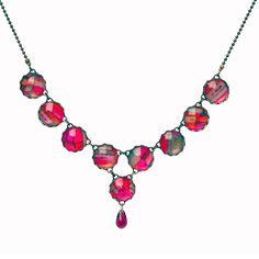 Aujourd'hui je suis... élégante - avec ce collier en cabochons de verre et tissu liberty fuchsia, violet et taupe.