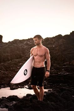 Chris hemsworth İle Hayal Et - - Chris Hemsworth Thor, Hemsworth Brothers, Man Thing Marvel, Marvel Actors, Attractive Men, Beautiful Boys, Cute Boys, Pretty Boys, Bad Boys