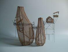 Sculpture by Isabelle Bonte - Tout contre fil de fer & tarlatane teintée H 31 X L 36 X P 20 cm