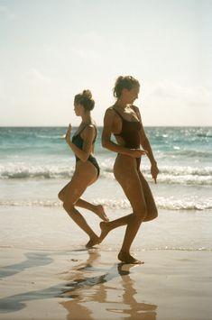 girls swim team tan linien