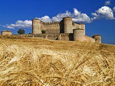 """CASTLES OF SPAIN - Castillo de Almenar, el mejor conservado de Soria. Construido a finales del siglo XV. Jaime I de Aragón, concedió el dominio de la localidad a uno de sus caballeros en el siglo XIII. Será ya en 1430 cuando Juan II de Castilla asigna el castillo y el término a Hernán Bravo de Lagunas, 1º Señor del Almenar.  El castillo acogió, entre otros personajes, al rey Carlos II """"El Hechizado"""" en 1677, y al matrimonio real de Felipe V y su esposa María Luisa de Saboya, en 1702."""