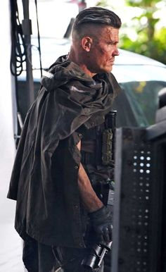 °°Josh Brolin aka Cable shows off his scars on set of Deadpool 2 in Vancouver, Canada © Atlantic Images / MEGA