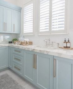 Blue Kitchen Cabinets, Kitchen Cabinet Colors, Mint Kitchen, Beach House Kitchens, Home Kitchens, Light Blue Kitchens, Blue Laundry Rooms, Small Beach Houses, Table Bar