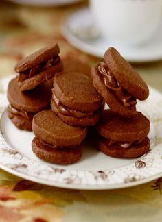 Chocolate Sandwich Cookies with Earl Grey Ganache. The citrusy bergamot fruit is what lends Earl Grey its fabulous flavour. Paired with chocolate? Oh, swoon. Early Grey, Easy Cookie Recipes, Tea Infuser, Sandwich Cookies, Cookbook Recipes, Just Desserts, Nom Nom, Almond, Sweet Treats