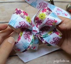 hair bows Step by step DIY boutique hair bow tutorial. Stop wasting money on expensive hair bows and learn how to make your own. No sew big hair bows. Big Hair Bows, Ribbon Hair Bows, Making Hair Bows, Ribbon Flower, Fabric Flowers, Diy Ribbon, Frozen Hair Bows, Easy Hair Bows, Bow Making