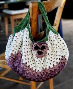 Stylish Easy Crochet: Crochet Bag - Beautiful and So Easy. Crochet a BIG granny square! VOILA! ☀CQ crochet bags totes bolsas