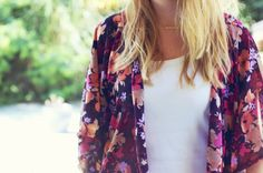 Comment coudre un Kimono en 1 heure DIY kimono hyper tendance Floral Fashion, Kimono Fashion, Diy Fashion, Fashion Beauty, Fashion Tips, Fashion Design, Kimono Diy, Mode Kimono, Kimono Dress