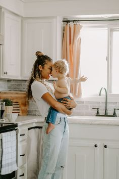 Mother and son pictures in the kitchen. Family lifestyle photo shoot Source by mychicobsession Look clothes Family Goals, Family Life, Fall Family, Family Of 3, Lifestyle Photography, Photography Poses, Children Photography, Glamour Photography, Editorial Photography