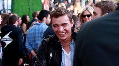 Pin for Later: Seht all die verrückten Momente der MTV Movie Awards — als GIFs Als Dave Franco sein Lächeln in Szene setzte Source: MTV