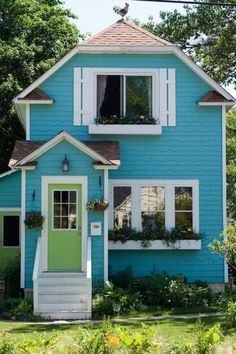 I thought you might also enjoy this charming little blue cottage. Classic, isn't it? I'd love to see more small homes like this one being built and even com