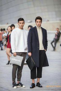 Korean Fashion Dress, Korean Fashion Casual, Seoul Fashion, Korean Street Fashion, Mens Fashion, Korea Street Style, Street Style Trends, Korean Male Models, Rolled Up Jeans