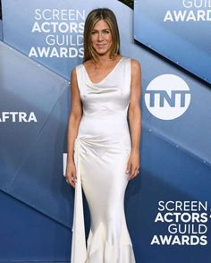 2020 SAG Awards: See all the stars on the red carpet - David Fisher/Shutterstock Celebrity Outfits, Celebrity Pictures, Celebrity Style, Celebrity Moms, Celebrity Hairstyles, Blonde Celebrities, Cute Celebrities, Jennifer Aniston, Celebs Without Makeup