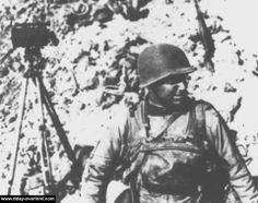 06/06/1944 - 07:45 - Pointe du Hoc: le Colonel Rudder et ses Rangers établissent un quartier général provisoire dans un cratère devant le bunker L409A antiaérien (canon de 37 mm) à l'ouest de la batterie allemande.