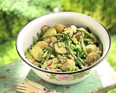Potato Salad with Asparagus and Green Beans by Greek chef Akis Petretzikis. A delicious way to eat more healthy vegetables tossed with a tasty vinaigrette! Potato Salad With Apples, Potato Salad Mustard, Potato Salad Dressing, Easy Potato Salad, Olive Recipes, Green Bean Recipes, Healthy Prawn Recipes, Healthy Salad Recipes, Vegan Recipes