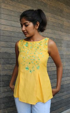 Yellow linen top for women/ Pleated linen top/ Loose top for women/ Made to order/ Custom made Stylish Tops For Women, Loose Tops, Blazer Dress, Pants Outfit, Pants For Women, Clothes For Women, Sleeveless Tunic, Short Tops, Models