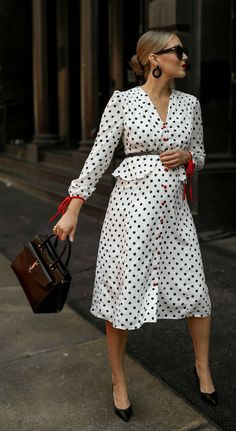 Breaking news for anyone who loves shopping and hates waiting: Fashion Mode, Nyc Fashion, Maternity Fashion, Modest Fashion, Dot Dress, Dress Up, Vintage Tea Dress, Street Style, Elegant Outfit