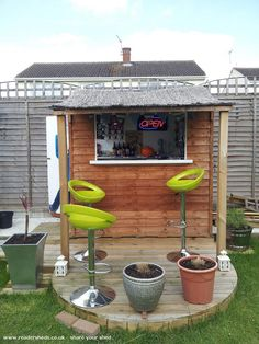 A bar in the backyard invites you to relax after a hard day's work. A bar in the backyard adds a Backyard Bar, Backyard Sheds, Outdoor Sheds, Outdoor Bars, Outdoor Food, Patio Bar, Outdoor Entertaining, Outdoor Spaces, Outdoor Living