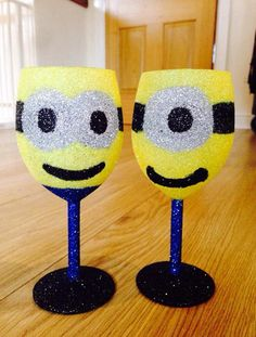 2 Minion Glitter Wine Glasses Minion Glasses, Redneck Wine, Glitter Wine Glasses, Minions, Unique Jewelry, Awesome, Tableware, Handmade Gifts, Crafts