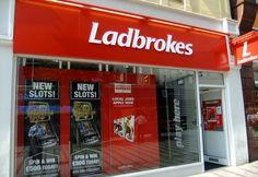 Верховный суд Ирландии одобрил план реструктуризации Ladbrokes.  Британскому букмекеру Ladbrokes удастся сохранить контроль над своей ирландской сетью, в которой останется 144 наземных пунктов приема ставок. Среди всех предложенных планов спасения обанкротившегося фи�