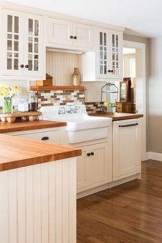 75  Inspiring Farmhouse Kitchen Sink Ideas