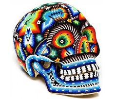 fête des morts et crâne en sucre en tissu multicolore à motifs méxicains