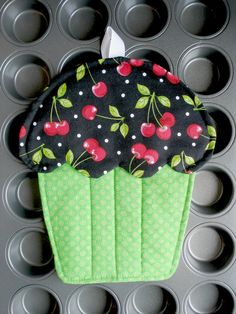 Cupcake Oven Mitt  Hot Pad Potholder by AppleBerryCreations, $7.49