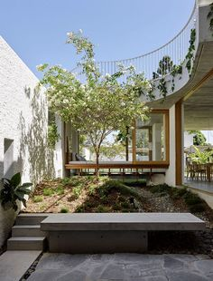 Gibbon Street House is a single-family house that has been expanded and renovated by Cavill Architects, a Brisbane based architecture practice Exterior Design, Interior And Exterior, Decoration Baroque, Architecture Design, Casa Patio, Garden Design, House Design, Patio Design, New Farm