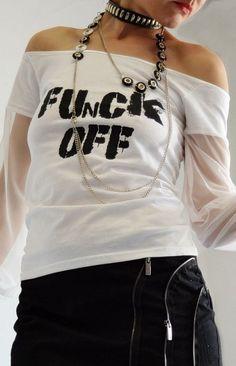 """""""ФАНКАХОЛИК"""" - прва модна колекција на дизајнерката на накит Еми Норис Rebel Fashion, Fashion Jewelry, V Neck, Crop Tops, T Shirt, Women, Supreme T Shirt, Tee Shirt, Trendy Fashion Jewelry"""