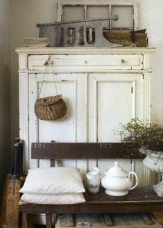 Adding That Perfect Gray Shabby Chic Furniture To Complete Your Interior Look from Shabby Chic Home interiors. Cocina Shabby Chic, Muebles Shabby Chic, Shabby Chic Homes, Shabby Cottage, Shabby Chic Furniture, Painted Furniture, Furniture Redo, Country Decor, Rustic Decor