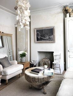 Furnishing and decorating a bohemian style home means creating a very personalized atmosphere. The best thing about bohemian style is that you can use many different art pieces, including your own works, and mix and match colors and materials as you wish. In this post we will give you a few ideas how to furnish and decorate a bohemian style home.