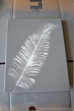 falsa pluma y hoja helecho con aerosol gris sobre bastidor blanco