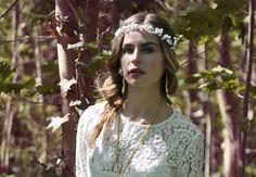 Acconciatura sposa boho chic con treccia morbida laterale. Idee, tendenze e novità per i capelli della sposa: treccia o coda?