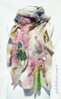 Judith Dios rose scarf with felted in dimensional flowers. Felt Fabric, Fabric Art, Nuno Felting, Needle Felting, Nuno Felt Scarf, Felted Scarf, Fabric Embellishment, Fibre And Fabric, Handmade Felt