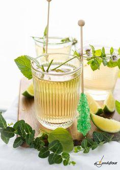 Citromfüves mentatea Hozzávalók: 2 friss mentaág 1 friss citromfűág 1 l forró víz 1 zöldcitrom kandiscukorpálcák (ízlés szerint) A zöldfűszerekre öntjük a forró vizet, majd 10-15 percig állni hagyjuk. A teát citromszeletekkel és színes kandiscukorpálcákkal ízesítjük. A receptet a www.kifoztuk.hu oldalán is megtaláljátok! http://kifoztuk.hu/receptek/alkoholos-alkoholmentes-italok/item/citromfueves-mentatea-recept