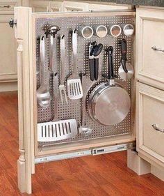 Smal keukenkastje