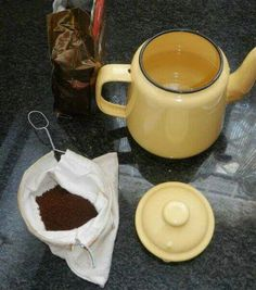 """That's how we made """"moer"""" coffee.Into the bag, into the pot. Pour on boiling water. Wait a bit, and it's done. Those Were The Days, The Old Days, Old Town Coffee, Nostalgic Images, Art Of Manliness, Good Old Times, My Childhood Memories, African History, Antique Toys"""