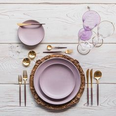 Heading into the weekend with our Verona Chargers in Walnut + Custom Heath Ceramics in Wildflower + Goa Flatware in Brushed 24k Gold/Wood + Chloe 24k Gold Rimmed Stemware/Goblet in Lilac + 14k Gold Salt Cellars + Tiny Gold Spoons 💜 #cdpdesignpresentation 🍽