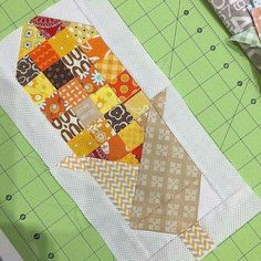Looky here 's super cute Indian Corn made from my Corn and Tomatoes 2 block.we are making cute farm girl vintage things here at our last late night sew in retreat! Halloween Quilts, Small Quilts, Mini Quilts, Quilt Block Patterns, Quilt Blocks, Quilt Kits, Couture Pour Halloween, Farm Quilt, Picnic Quilt