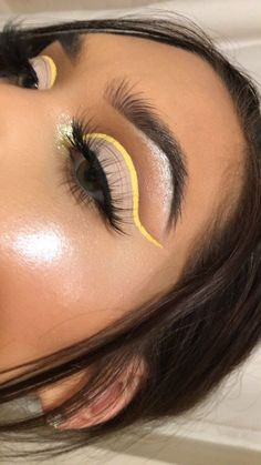 yellow eye makeup darkskin summer light natural mustard eyeshadow looks Makeup cutcrease ideas soft bright colours 362469470005110974 Burgundy Makeup Look, Purple Makeup Looks, Glitter Makeup Looks, Yellow Eye Makeup, Cool Makeup Looks, Creative Makeup Looks, Glam Makeup Look, Green Makeup, Halloween Makeup Looks