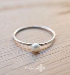 pequeña perla pequeño anillo de perlas. Delgado por lilpengee