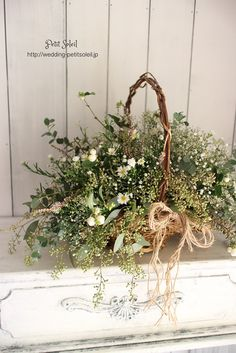 Natural basket bouquet * A natural basket bouquet with the image of wild flowers picked. Flower Basket, Flower Boxes, Green Flowers, Beautiful Flowers, Wild Flowers, Wedding Bouquets, Wedding Flowers, Small Flower Arrangements, Deco Floral