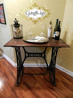 Sewing Machine singer sewing table - I like this repurpose. Singer Table, Singer Sewing Tables, Sewing Machine Tables, Antique Sewing Machines, Vibeke Design, Do It Yourself Furniture, Diy Table, Diy Painting, Furniture Makeover