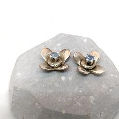 Kvítkové náušnice #silver #earings #flower #stříbro #šperk #náušnice #puzetky #květ @flercz #flercz #jewellerydesigner #jewellery #handmade #handmadejewelry