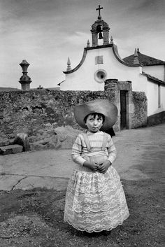 Viana do Bolo. Child with wide-brimmed hat. Magnum Photos, Vintage Photographs, Vintage Photos, Spanish Eyes, Bless The Child, Cristina, Documentary Photographers, Animal Crackers, Photojournalism