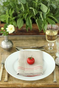 Tomato place settings, adorable for farm tables, rustic decor, farm to table weddings. Table Place Settings, Beautiful Table Settings, Tomato Season, Table Setting Inspiration, Deco Table, Decoration Table, Tablescapes, Dining, Craft