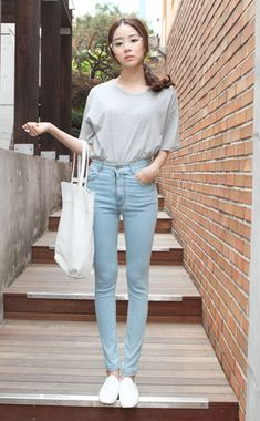 light blue jeans, grey tee, white sneakers