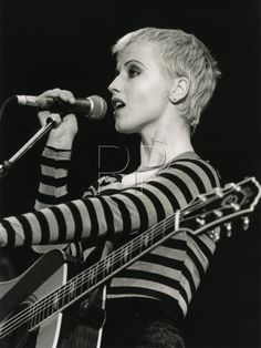 Dolores Mary Eileen O'Riordan, September 1971 – January 2018 was a Irish singer, songwriter, and musician. She led the rock band the Cranberries from 1990 until their breakup in they reunited in Short Bob Hairstyles, Celebrity Hairstyles, Cranberries Band, Dolores Cranberries, Ode To My Family, Dolores O'riordan, Crop Haircut, Blonde Pixie Cuts, Dark Skin Tone