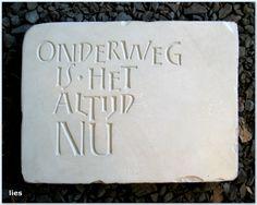 bijzonder,letters in steen