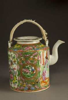 Chinese Canton teapot, decorated with ladies and court scene. According to its artistic style and manufacturing condition, it was probably made in Chinese Qing Dynasty. ; H:17.5cm D: 14cm